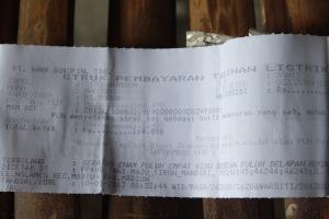 Bukti pembayaran listrik PLN warga Santren. Foto: Rusdi Mathari